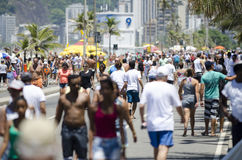 Plage Rio Summer Crowd de Posto 9 Ipanema Images stock