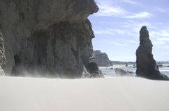Plage, roches, ciel Photographie stock