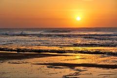 Plage rocheuse du St Lucia - lever de soleil Image stock