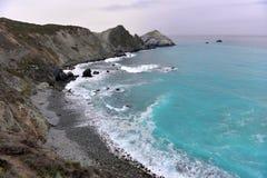 Plage rocheuse en Californie Photo stock