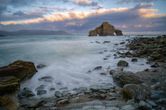 Plage rocheuse en mer cantabre Image stock