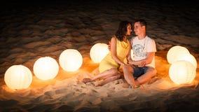 Plage, romance, lumière, couple Images libres de droits