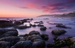 Plage rêveuse lisse au coucher du soleil Photos libres de droits