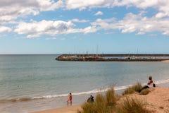 Plage sablonneuse intacte en Apollo Bay Australia photos libres de droits