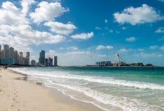 Plage sablonneuse Jumeirah Beach Residence photographie stock libre de droits