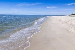 Plage sablonneuse sur la péninsule de Hel, mer baltique, Pologne Image stock