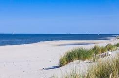 Plage sablonneuse sur la péninsule de Hel, mer baltique, Pologne Image libre de droits