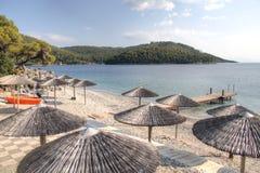 Plage sur l'île de Skopelos, Grèce Photos stock