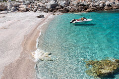 Plage sur l'île de Skopelos, Grèce Images stock