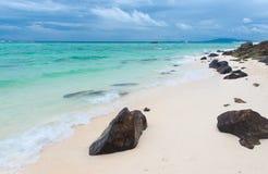 Plage sur l'île en bambou dans Kraby Images stock
