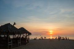plage Thaïlande de coucher du soleil Image stock
