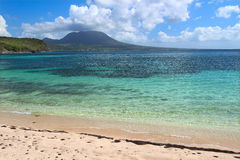 Plage tranquille sur le saint Kitts Image stock