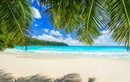 Plage tropicale Anse Latium à l'île de Praslin, Seychelles Les la plupart soient Image stock