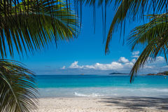 Plage tropicale Anse Latium, Praslin, Seychelles d'île Photos stock