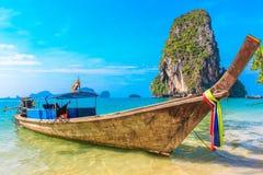 Plage tropicale, bateaux de longtail, mer d'Andaman Photo libre de droits