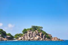 Plage tropicale, bateaux de longtail, mer d'Andaman, Thaïlande Photographie stock libre de droits