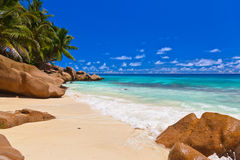 Plage tropicale chez les Seychelles Photo libre de droits