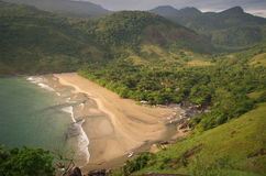 Plage tropicale d'île - Ilhabela, Brésil Photographie stock libre de droits