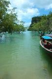 Plage tropicale dans Krabi, Thaïlande. Photos stock
