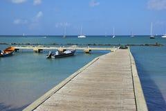 Plage tropicale dans le village d'îlot de Gros au St Lucia, des Caraïbes Photo stock