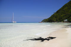 Plage tropicale dans les Caraïbe Image stock