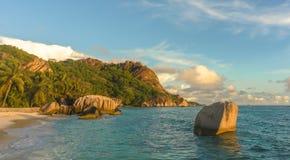 Plage tropicale de coucher du soleil Image stock