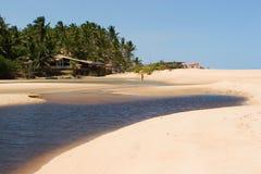 Plage tropicale de croisement de fleuve Photo libre de droits