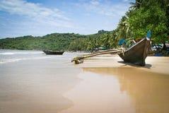plage tropicale de Goa de bateaux image stock