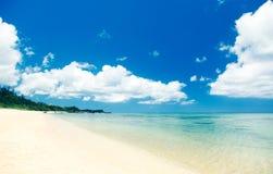 Plage tropicale de l'Okinawa Photos stock