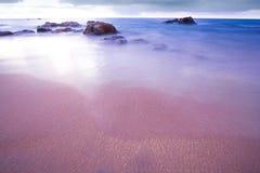 Plage tropicale de la Thaïlande, plage de roche de pierre de Patong Phuket Images libres de droits
