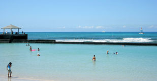 Plage tropicale de Waikiki Images libres de droits