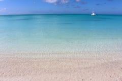 Plage tropicale en île des Bahamas photo libre de droits