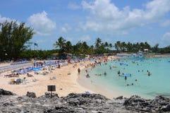 Plage tropicale en Bahamas Photographie stock libre de droits