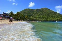 Plage tropicale en baie de Rodney au St Lucia, des Caraïbes Photos stock