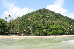 Plage tropicale en KOH Chang, Thaïlande. Images stock