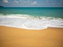 Plage tropicale et fond vide de mer photographie stock