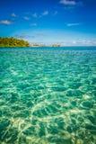 Plage tropicale et lagune bleue Photo libre de droits