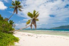 Plage tropicale renversante Photos libres de droits