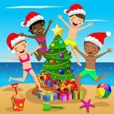 Plage tropicale sautante d'arbre d'enfants de maillot de bain de chapeau multiculturel heureux de Noël illustration libre de droits