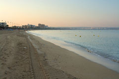 Plage vide de Playa De Palma avant lever de soleil Photos stock