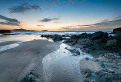 Plage vigoureuse de lustre chez Newquay dans les Cornouailles photographie stock libre de droits