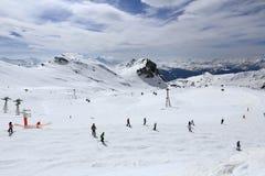 Plagne中心,在La Plagne,法国滑雪胜地的冬天风景  免版税图库摄影