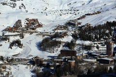 Plagne村庄,在La Plagne,法国滑雪胜地的冬天风景  免版税库存图片
