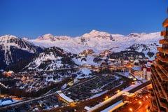 Plagne mitt, Bellecote, vinterlandskap i skidasemesterorten av La Plagne, Frankrike arkivfoton