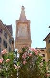 Plague la columna en el delle Erbe, Verona, Italia de la plaza fotografía de archivo