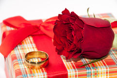 Plaid box with a red rose and golden ring Stock Photography