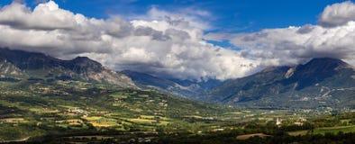 Plaine de Chabotte dans la vallée de Champsaur, Alpes français, Frances photographie stock libre de droits