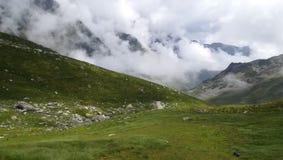 Plaine de montagne dans les nuages Images libres de droits