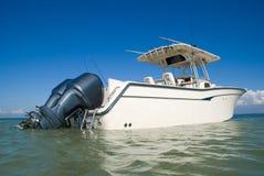Plaisance avec un yacht sportif idéal Image libre de droits