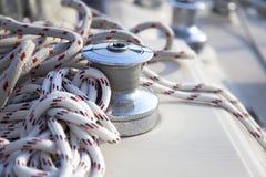plaisance de treuil de voile de bateau image stock